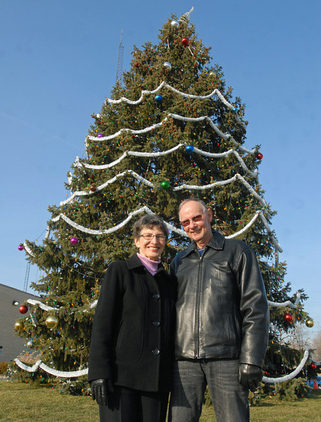 Phillips donate Christmas tree